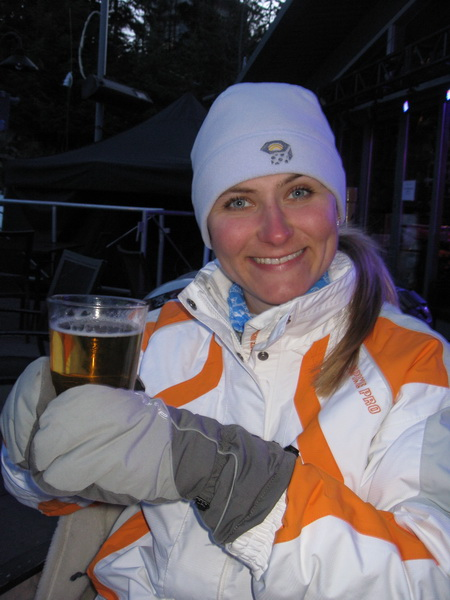 Lucie having beer after skiing